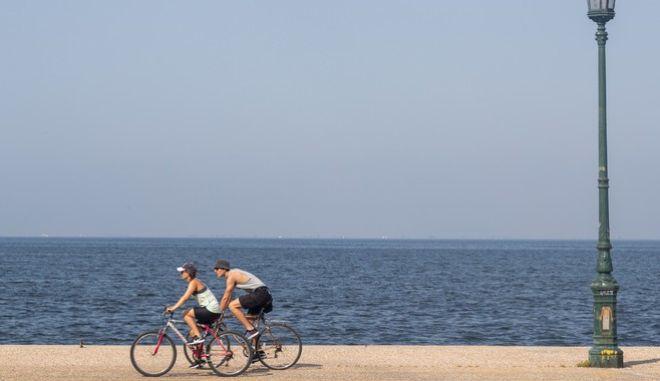 Δύο ποδηλάτες στην εποχή του κορονοϊού