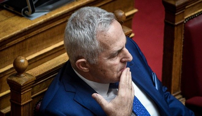 Ο υπουργός Εθνικής Άμυνας Ευάγγελος Αποστολάκης στη Βουλή