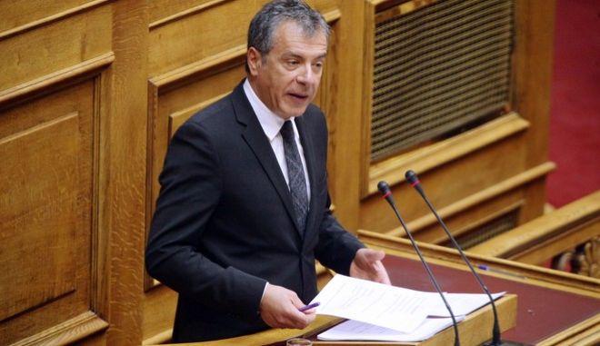 Συζήτηση και λήψη απόφασης επί της προτάσεως που κατέθεσαν ο Πρόεδρος της Κοινοβουλευτικής Ομάδας του Συνασπισμού Ριζοσπαστικής Αριστεράς Αλέξης Τσίπρας και οι Βουλευτές του Κόμματός του και ο Πρόεδρος της Κοινοβουλευτικής Ομάδας των Ανεξαρτήτων Ελλήνων Παναγιώτης (Πάνος) Καμμένος και οι Βουλευτές του Κόμματός του, για σύσταση Ειδικής Κοινοβουλευτικής Επιτροπής που θα διενεργήσει προκαταρκτική εξέταση με αντικείμενο την διερεύνηση των όσων εκτίθενται στην ανωτέρω πρότασή τους προς την Βουλή των Ελλήνων, με την οποία αναφέρονται στις ποινικές δικογραφίες που διαβιβάστηκαν στη Βουλή και αφορούν στον πρώην Υπουργό Εθνικής Άμυνας Ιωάννη Παπαντωνίου, σχετικά με την ενδεχόμενη τέλεση των αδικημάτων της απιστίας στρεφόμενης κατά του Δημοσίου και της νομιμοποίησης εσόδων από εγκληματική δραστηριότητα, κατά την άσκηση των καθηκόντων του, στο πλαίσιο σύναψης συμβάσεων εξοπλιστικών προγραμμάτων του Υπουργείου Εθνικής Άμυνας, την Τρίτη 28 Μαρτίου 2017. (EUROKINISSI/ΓΙΩΡΓΟΣ ΚΟΝΤΑΡΙΝΗΣ)