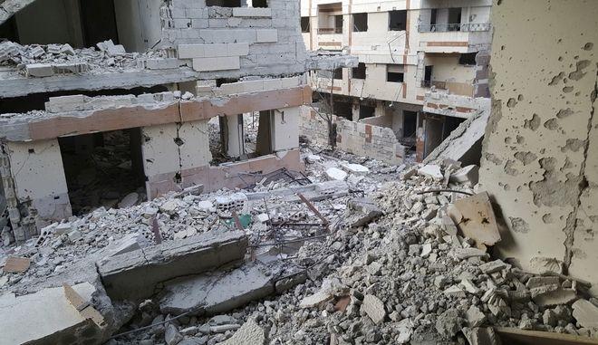 Βομβαρδισμένη πόλη στην ανατολική Γούτα (Danny Makki via AP)