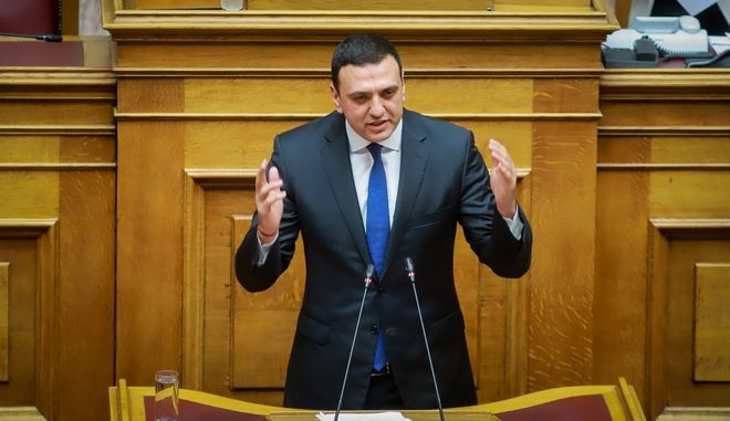 Ο Βασίλης Κικίλιας στο βήμα της Βουλής
