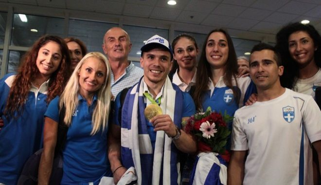 """Άφιξη του Λευτέρη Πετρούνια, Ολυμπιανική στους κρίκους στους Αγλωνες του Ρίο την Πέμπτη 25 Αυγούστου 2016, στο αεροδρόμιο """"Ελευθέριος Βενιζέλος"""". (EUROKINISSI/ΣΤΕΛΙΟΣ ΣΤΕΦΑΝΟΥ)"""