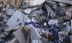 Διασώστες στα συντρίμμια της πολυκατοικίας στο Μαγκνιτογκορσκ