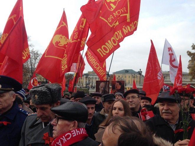 Η επιστροφή του σφυροδρέπανου στην Κόκκινη Πλατεία