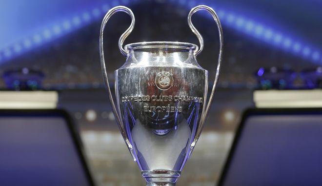 Το τρόπαιο του UEFA Champions League