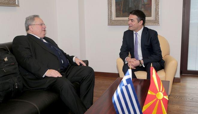 Ο υπουργός Εξωτερικών Νίκος Κοτζιάς με το Σκοπιανό ομόλογο του Νικολά Ντιμιτρόφ