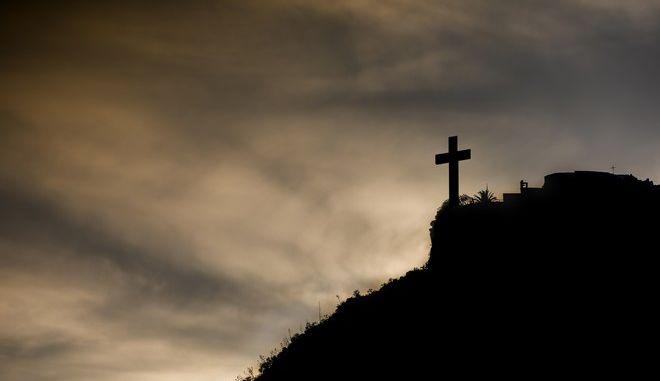 Σταυρός σε πλαγιά ο(φωτογραφία αρχείου)