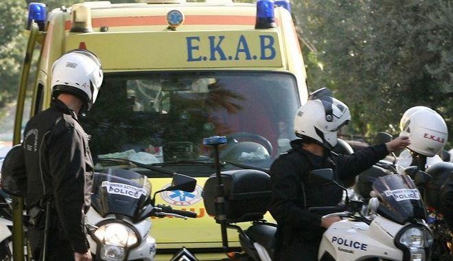Με απεργιακές κινητοποιήσεις απειλούν οι εργαζόμενοι στο ΕΚΑΒ