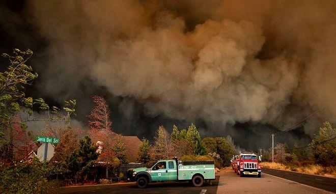 Χάος στην Καλιφόρνια. Σαρώνει τα πάντα η φωτιά