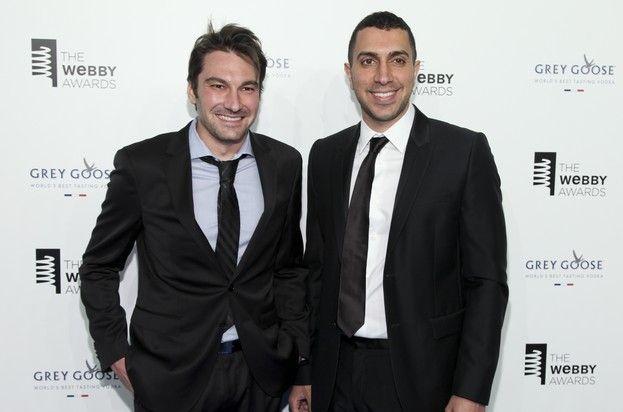 O Σον Ριντ, δεξιά και ο Τζόναθαν Μπαντίν, αριστερά, δυο εκ των ιδρυτών του Tinder, σε απονομή βραβείων το Μάιο του 2015.