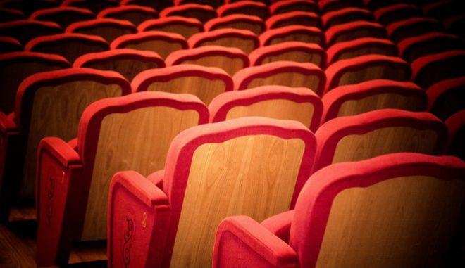 Μήνυση κατά γνωστού σκηνοθέτη για σεξουαλική κακοποίηση