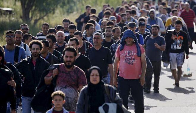 Νέα τηλεφωνική γραμμή βοήθειας για τους πρόσφυγες