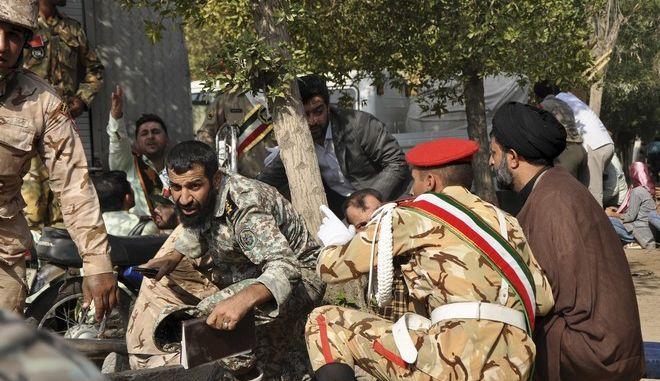 Εικόνα από το σημείο όπου σημειώθηκε η επίθεση στο Ιράν