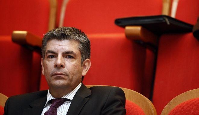 Ο Θεοδ. Παπαθεοδώρου στις εργασίες του διήμερου «Προοδευτικού Φόρουμ» που συνδιοργανώνουν τα πολιτικά κόμματα «Δράση» και «Συμφωνία για τη Νέα Ελλάδα» μαζί με τις κινήσεις πολιτών «Δυναμική Ελλάδα», «Π80», «ThinkΠ» και «Μπροστά», το Σάββατο 18 Ιανουαρίου 2014, στυο Γκάζι. Στα θεματικά πάνελ (Διακυβέρνηση, Οικονομία, Κοινωνική Πολιτική, Παραγωγή Πλούτου, Κοινωνία των Πολιτών) κατέθεσαν τις απόψεις τους ακαδημαϊκοί, πολιτικοί, νέοι επιστήμονες και συνδικαλιστές, μέλη ΜΚΟ, επιχειρηματίες, δημοσιογράφοι και τεχνοκράτες. Στόχος του Φόρουμ είναι η κατάθεση μιας πολιτικής ατζέντας για ένα εθνικό προοδευτικό σχέδιο. (EUROKINISSI/ΓΙΩΡΓΟΣ ΚΟΝΤΑΡΙΝΗΣ)