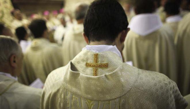 Σάλος στην Ολλανδία: Ιερείς βίασαν χιλιάδες κοπέλες