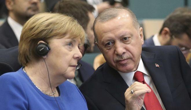 Ο Ταγίπ Ερντογάν και η Άνγκελα Μέρκελ στην Κωνσταντινούπολη