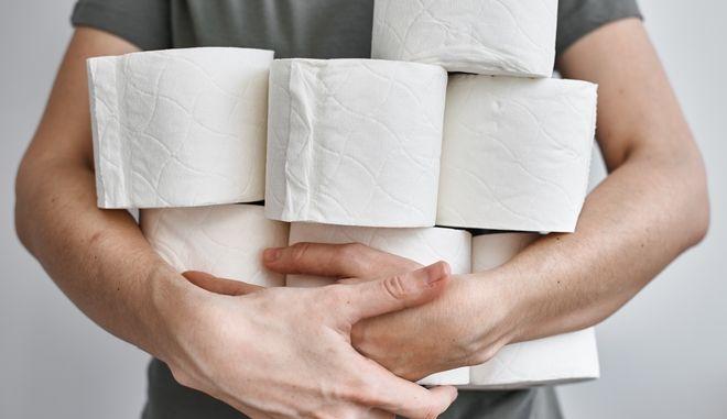Κορονοϊός - Έρευνα: Ποιοι εξαφάνισαν τα χαρτιά υγείας από τα σούπερ μάρκετ