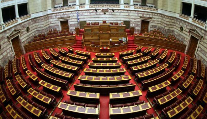 Στιγμιότυπο από την πρώτη ημέρα συζήτησης επί των προγραμματικών δηλώσεων της Κυβέρνησης Σαμαρά στην ολομέλεια της βουλής,Παρασκευή 6 Ιουλίου 2012 (EUROKINISSI/ΤΑΤΙΑΝΝΑ ΜΠΟΛΑΡΗ)