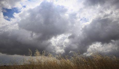 Σύννεφα στον ουρανό (EUROKINISSI/ΓΙΩΡΓΟΣ ΚΟΝΤΑΡΙΝΗΣ)