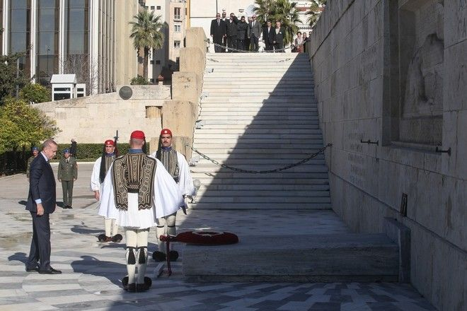 Wrestling ceremony by the President of the Republic of Turkey, Recep Tayyip Erdoan, at the `Memorial of the Unknown Soldier`, in Athens, Greece on December 7, 2017. /          . Recep Tayyip Erdoan  «   », , 7  2017.