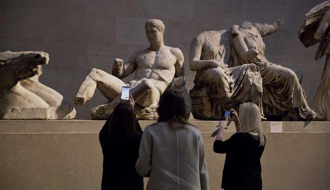 Γλυπτό του θεού Διόνυσου σε έκθεση στο Βρετανικό Μουσείο