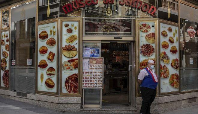 Σερβιτόρος στη Μαδρίτη