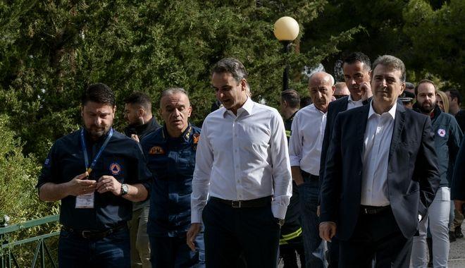 Ο πρωθυπουργος Κυριάκος Μητσοτάκης στο ναό του προφήτη Ηλία στην Ηλιουπολη με σκοπό να ενημερωθει για την έναρξη της αντιπυρικής περιόδου. Δευτέρα 11 Μαϊου 2020. (EUROKINISSI/ΜΠΟΛΑΡΗ ΤΑΤΙΑΝΑ )