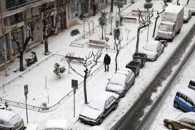 Snowfall in central Thessaloniki, Greece on January 10, 2017. /     , , 10  2017.