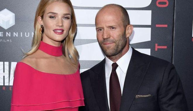 Ο Jason Statham θα γίνει μπαμπάς. Έγκυος η Rosie Huntington-Whiteley