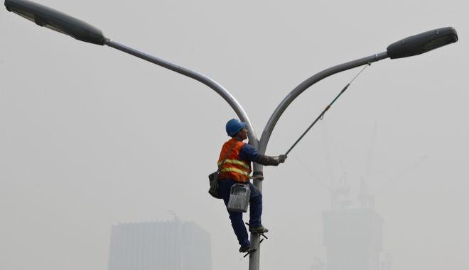 'Πορτοκαλί συναγερμός' στο Πεκίνο λόγω ατμοσφαιρικής ρύπανσης
