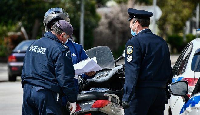 Έλεγχοι της αστυνομίας στο πλαίσιο της απαγόρευσης κυκλοφορίας