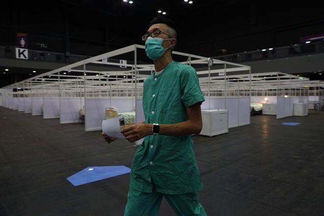 Το Χονγκ Κονγκ εγκαινίασε ένα νοσοκομείο εκστρατείας για ασθενείς με κορονοϊό