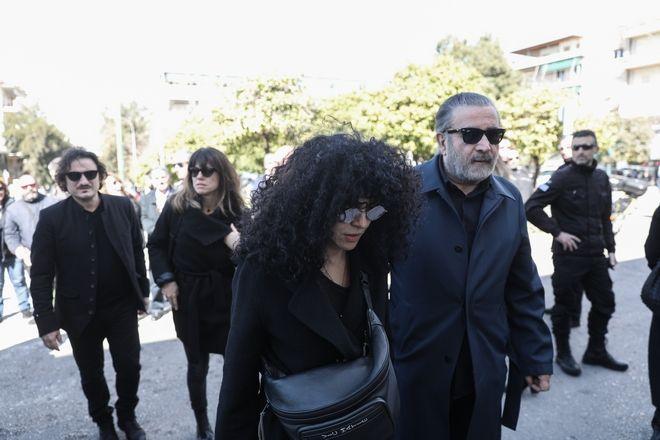 Ταφή της σορού του ηθοποιού Κώστα Βουτσά στο Α' Νεκροταφείο της Αθήνας, την Παρασκευή 28 Φεβρουαρίου 2020. (EUROKINISSI/ΣΤΕΛΙΟΣ ΜΙΣΙΝΑΣ)