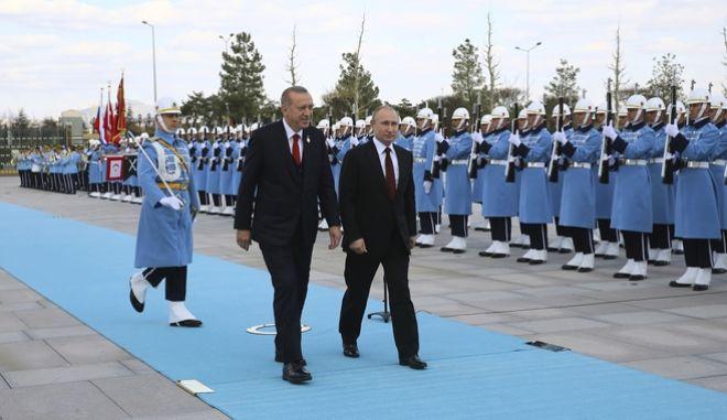 Η υποδοχή του Ρώσου προέδρου Βλαντιμίρ Πούτιν από τον Ρετζέπ Ταγίπ Ερντογάν στην Άγκυρα