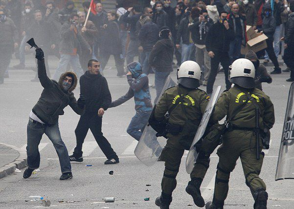 Με το βλέμμα στην Ελλάδα