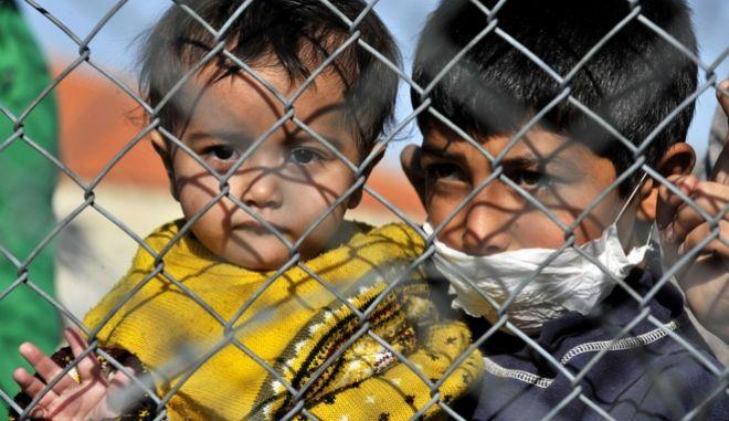 Παιδιά μεταναστών στα ελληνοτουρκικά σύνορα στον Έβρο