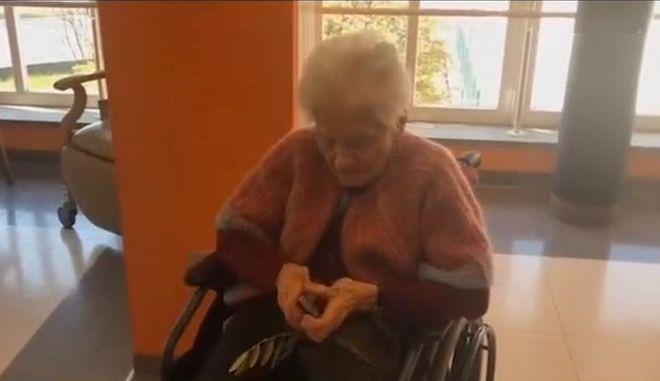 Γιαγιά 103 χρονών νίκησε τον κορονοϊό