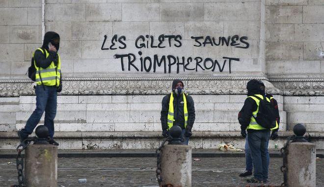 """Διαδηλωτές του κινήματος των """"Κίτρινων Γιλέκων"""""""
