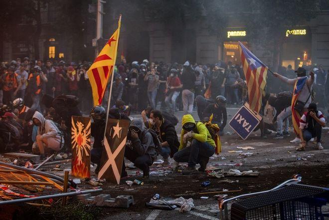 Άγρια επεισόδια στην Βαρκελώνη