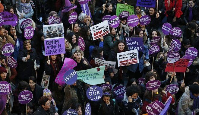 Τουρκία: Ξεκινά η δίκη για τη γυναικοκτονία που συγκλόνισε τη χώρα