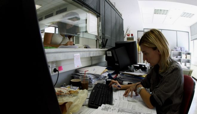 Δημόσιος Τομέας,στιγμιότυπο από Εφορία,Τετάρτη 21 Σεπτεμβρίου 2011 (EUROKINISSI/ΤΑΤΙΑΝΑ ΜΠΟΛΑΡΗ)
