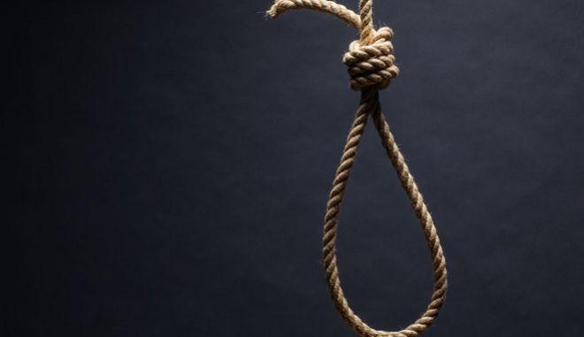 Σχοινί, που υποδηλώνει την έννοια της αυτοκτονίας ή του κρεμάσματος