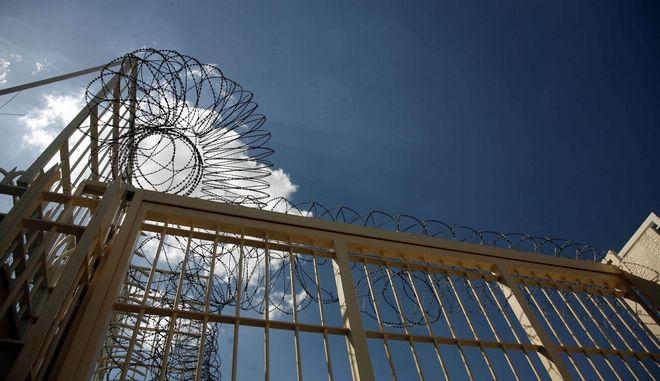 Στιγμιότυπο απο το συρματόπλεγμα στην είσοδο των φυλακών στην περιοχή του Κορυδαλλού,σήμερα Τετάρτη 23 Σεπτεβρίου 2009 (EUROKINISSI / ΧΑΣΙΑΛΗΣ ΒΑΪΟΣ)