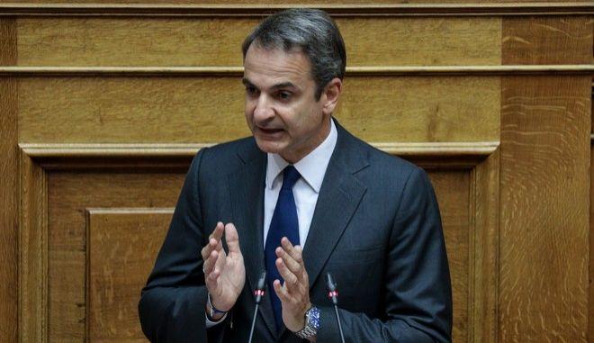 """O Κυριάκος Μητσοτάκης απαντά σε ερωτήσεις του Αλέξη Τσίπρα και της Φώφης Γεννηματά στην """"Ώρα του πρωθυπουργού"""""""