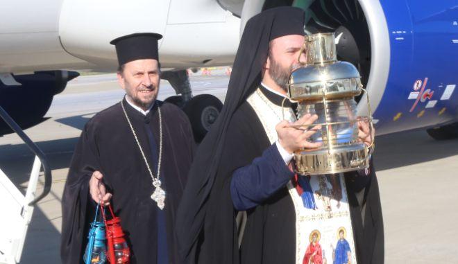 Πάσχα: Πώς θα μεταφερθεί το Άγιο Φως στην Ελλάδα