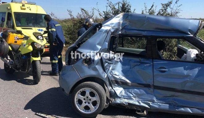 Θεσσαλονίκη: Νεκρή οδηγός σε τροχαίο με λεωφορείο