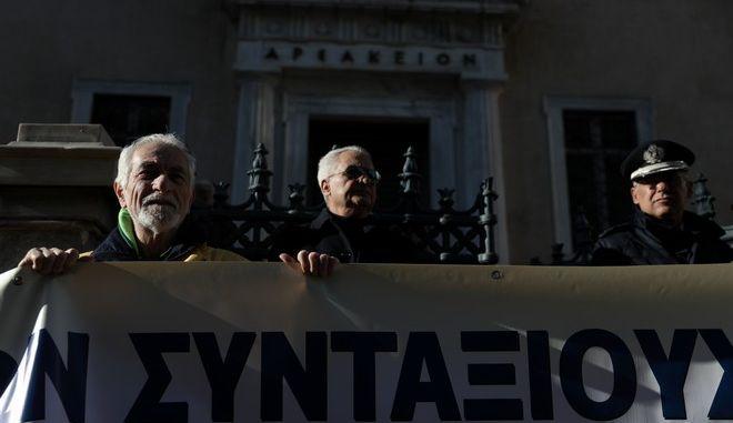 Πορεία διαμαρτυρίας στο ΣΤΕ από συνταξιουχικές οργανώσεις