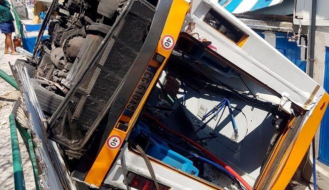 Ιταλία: Ένας νεκρός και 19 τραυματίες από πτώση λεωφορείου σε χαράδρα