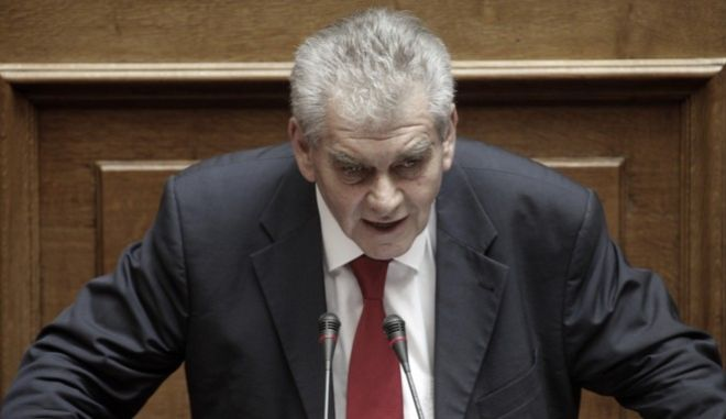 """Συζήτηση επί του διανεμηθέντος πορίσματος της Ειδικής Κοινοβουλευτικής Επιτροπής που διενήργησε προκαταρκτική εξέταση κατά του πρώην Υπουργού Γιάννου Παπαντωνίου """"για την ενδεχόμενη τέλεση των αδικημάτων της απιστίας στρεφόμενης κατά του Δημοσίου και της νομιμοποίησης εσόδων από εγκληματική δραστηριότητα, κατά την άσκηση των καθηκόντων του, στο πλαίσιο σύναψης συμβάσεων εξοπλιστικών προγραμμάτων του Υπουργείου Εθνικής Άμυνας και σύμφωνα με τα διαλαμβανόμενα στην από 10.3.2017 πρόταση», και λήψη απόφασης για την άσκηση ή μη δίωξης κατά του πρώην Υπουργού με μυστική ψηφοφορία (άρθρο 86 του Συντάγματος, άρθρα 153 επ. του Κ.τ.Β. και άρθρα του ν. 3126/2003 """"Ποινική Ευθύνη των Υπουργών""""). (EUROKINISSI/ΓΙΩΡΓΟΣ ΚΟΝΤΑΡΙΝΗΣ)"""