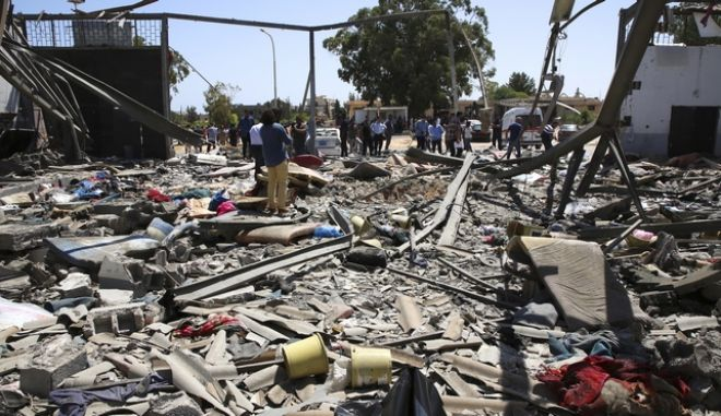 Συντρίμμια από αεροπορική επιδρομή στη Λιβύη (φωτογραφία αρχείου)